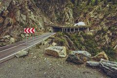 Borde de la carretera que advierte la muestra triple del galón Imagenes de archivo