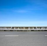 Borde de la carretera y pavimento Fotos de archivo libres de regalías
