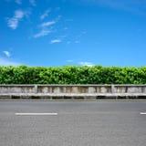 Borde de la carretera y pavimento Foto de archivo libre de regalías