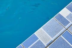Borde de la piscina Foto de archivo libre de regalías