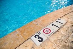 Borde de la piscina Imagenes de archivo