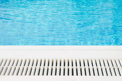 Borde de la piscina Imágenes de archivo libres de regalías