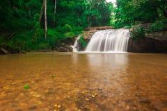 Borde del parque nacional de la cascada de Mae Sa en marzo, Chiang Mai, Tailandia Fotografía de archivo libre de regalías