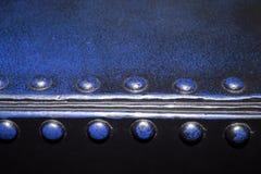 Borde rivetteed azul del metal Fotos de archivo