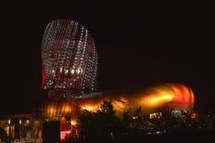 Bordeaux, France La La citent du vin par nuit, musée de vin photo stock