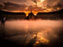 BORDEAUX/FRANCE - SEPTEMBER 20: Miroir D ` Eau på stället de la Bou arkivfoton