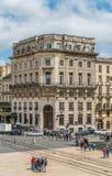 Bordeaux Frankrike, 9 kan 2018 - turisten och lokaler som passerar bet arkivbilder