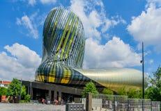 BORDEAUX FRANKRIKE - MAJ 18, 2018: Sikt av det moderna vinmuseet La Citera du Vin royaltyfri bild