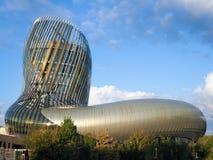BORDEAUX, GIRONDE/FRANCE - 18. SEPTEMBER: Ansicht von La Cite du Vin stockbild