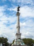 BORDEAUX, GIRONDE/FRANCE - 19 SEPTEMBER: Kolom met een Standbeeld o Stock Afbeeldingen