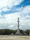 BORDEAUX, GIRONDE/FRANCE - 19 SEPTEMBER: Kolom met een Standbeeld o Stock Foto