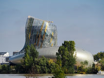 BORDEAUX, GIRONDE/FRANCE - 19 SEPTEMBER: Mening van La Cite du Vin Stock Foto's