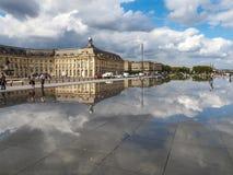 BORDEAUX GIRONDE/FRANCE - SEPTEMBER 19: Miroir d'Eau på stället Royaltyfria Foton