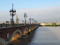 BORDEAUX GIRONDE/FRANCE - SEPTEMBER 19: Pont de Pierre Spannin Royaltyfri Bild