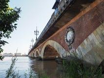 BORDEAUX, GIRONDE/FRANCE - 21 SEPTEMBRE : Pont de Pierre (Peter Image stock