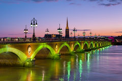 Bordeaux la nuit été Photographie stock libre de droits