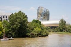 Bordeaux, nuova l'Aquitania/Francia - 06 20 2018: Citi du Vin celebra i vini del Bordeaux un grande capitale del vino del mondo immagini stock libere da diritti