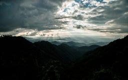 Bordee la luz y la luz de Sun en Mountain View de Chaingmai del atasco de lunes foto de archivo