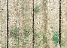 Bordi anziani con i resti dei resti verdi immagine stock libera da diritti