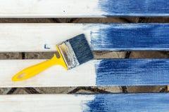 Bordi bianchi dipinti in blu Fotografie Stock