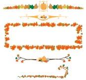 Bordi di autunno dei fogli e della zucca Fotografie Stock Libere da Diritti