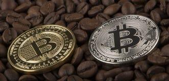 Bordi di Bitcoin dell'oro dal chicco di caffè Immagini Stock Libere da Diritti