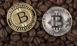 Bordi di Bitcoin dell'oro dal chicco di caffè Immagini Stock