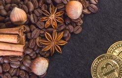 Bordi di Bitcoin dell'oro dal chicco di caffè Fotografia Stock