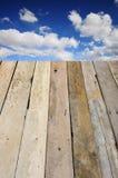 Bordi di legno con cielo blu Fotografia Stock Libera da Diritti