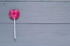 Bordi a forma di di gray della lecca-lecca del cuore rosa Immagini Stock Libere da Diritti