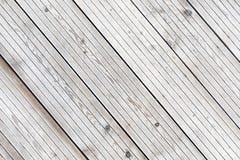 Bordi a strisce congelati stati allineati della plancia nell'inverno Fotografia Stock