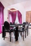 Bordlägga med stolar Royaltyfria Bilder
