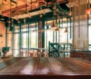 Bordlägga trä, kopieringsutrymmebakgrund i coffee shop Royaltyfria Foton