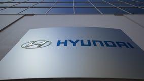Bordo all'aperto del contrassegno con il logo di Hyundai Motor Company Edificio per uffici moderno Rappresentazione editoriale 3D Immagini Stock Libere da Diritti