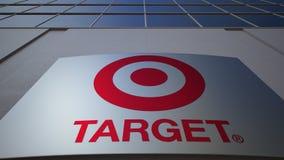 Bordo all'aperto del contrassegno con il logo di Target Corporation Edificio per uffici moderno Rappresentazione editoriale 3D immagini stock libere da diritti