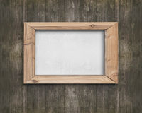 Bordo bianco con la struttura di legno sulla vecchia parete di legno marrone Fotografia Stock Libera da Diritti