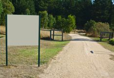 Bordo bianco vuoto in parco immagine stock libera da diritti