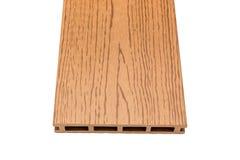 Bordo composito di decking con i grani di legno su bianco immagini stock