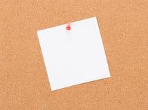 Bordo d'annata del sughero con carta per appunti Immagini Stock