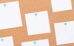 Bordo d'annata del sughero con carta per appunti Fotografie Stock