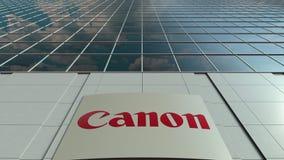 Bordo del contrassegno con Canon inc marchio Lasso di tempo moderno della facciata dell'edificio per uffici Rappresentazione edit archivi video