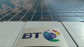 Bordo del contrassegno con il logo di BT Group Facciata moderna dell'edificio per uffici Rappresentazione editoriale 3D Immagini Stock Libere da Diritti