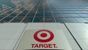 Bordo del contrassegno con il logo di Target Corporation Facciata moderna dell'edificio per uffici Rappresentazione editoriale 3D fotografie stock libere da diritti