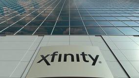 Bordo del contrassegno con il logo di Xfinity Facciata moderna dell'edificio per uffici Rappresentazione editoriale 3D Fotografia Stock Libera da Diritti
