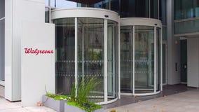Bordo del contrassegno della via con il logo di Walgreens Edificio per uffici moderno Rappresentazione editoriale 3D Immagine Stock Libera da Diritti