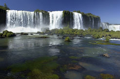 Bordo del Iguazu Falls - del Brasile/Argentina Fotografia Stock