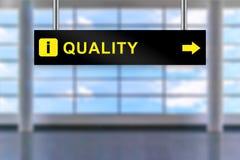 Bordo del segno dell'aeroporto di qualità Fotografia Stock