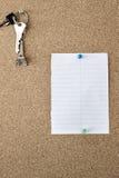 Bordo del sughero con la nota Fotografia Stock Libera da Diritti