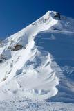 Bordo della neve di una montagna Immagine Stock Libera da Diritti