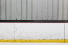 Bordo della pista di pattinaggio del hockey su ghiaccio fotografie stock